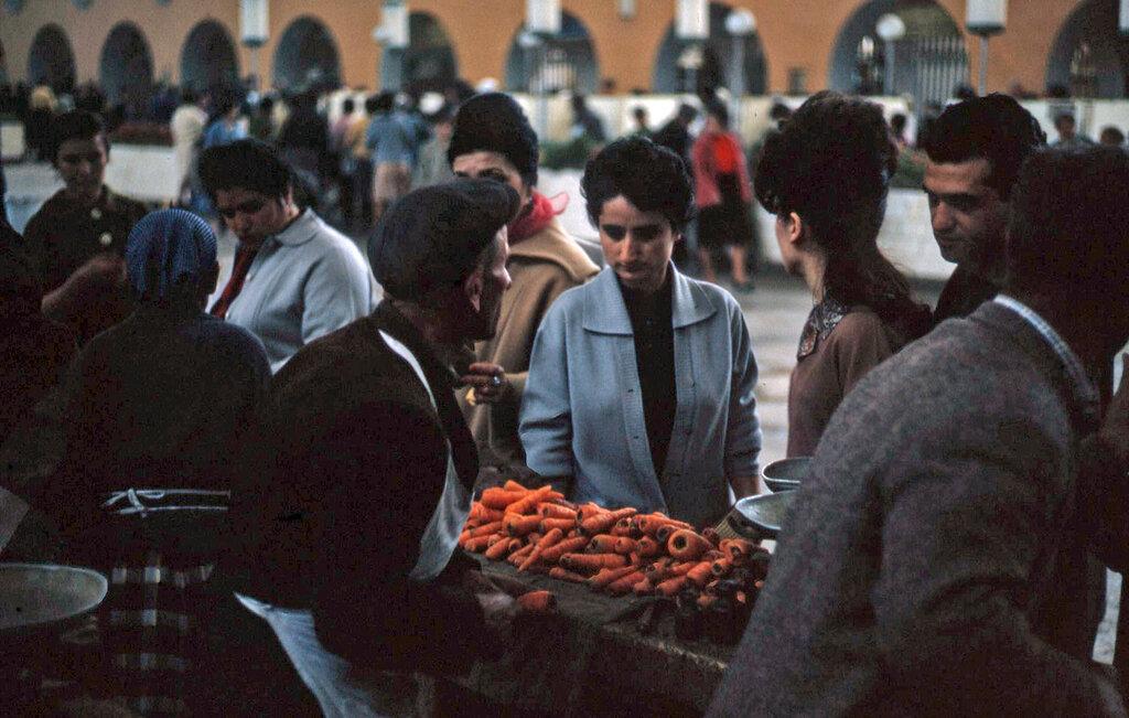 1964 Ереван, рынок.jpg