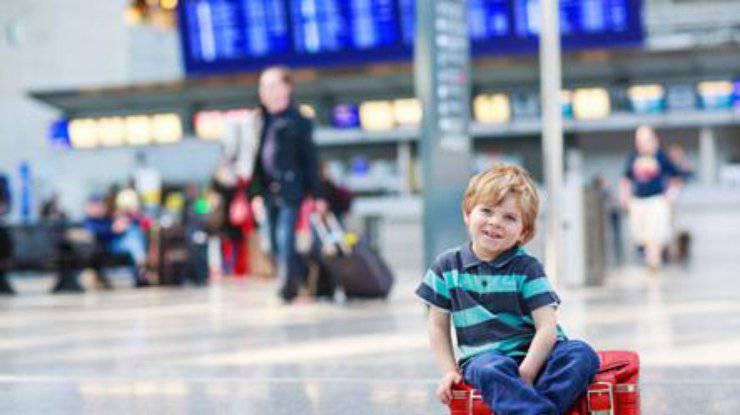 Кабмин усилил контроль за вывозом детей в возрасте до 16 лет за границу