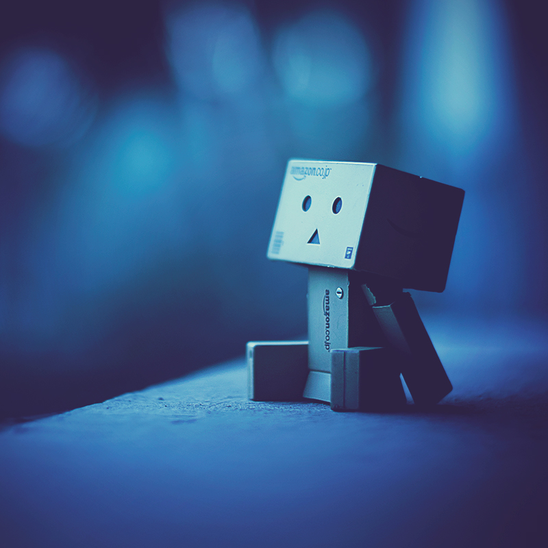 Картонный робот / фото Ashraful Arefin