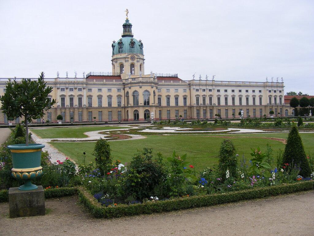 charlottenburg-palace-and-gardens.jpg