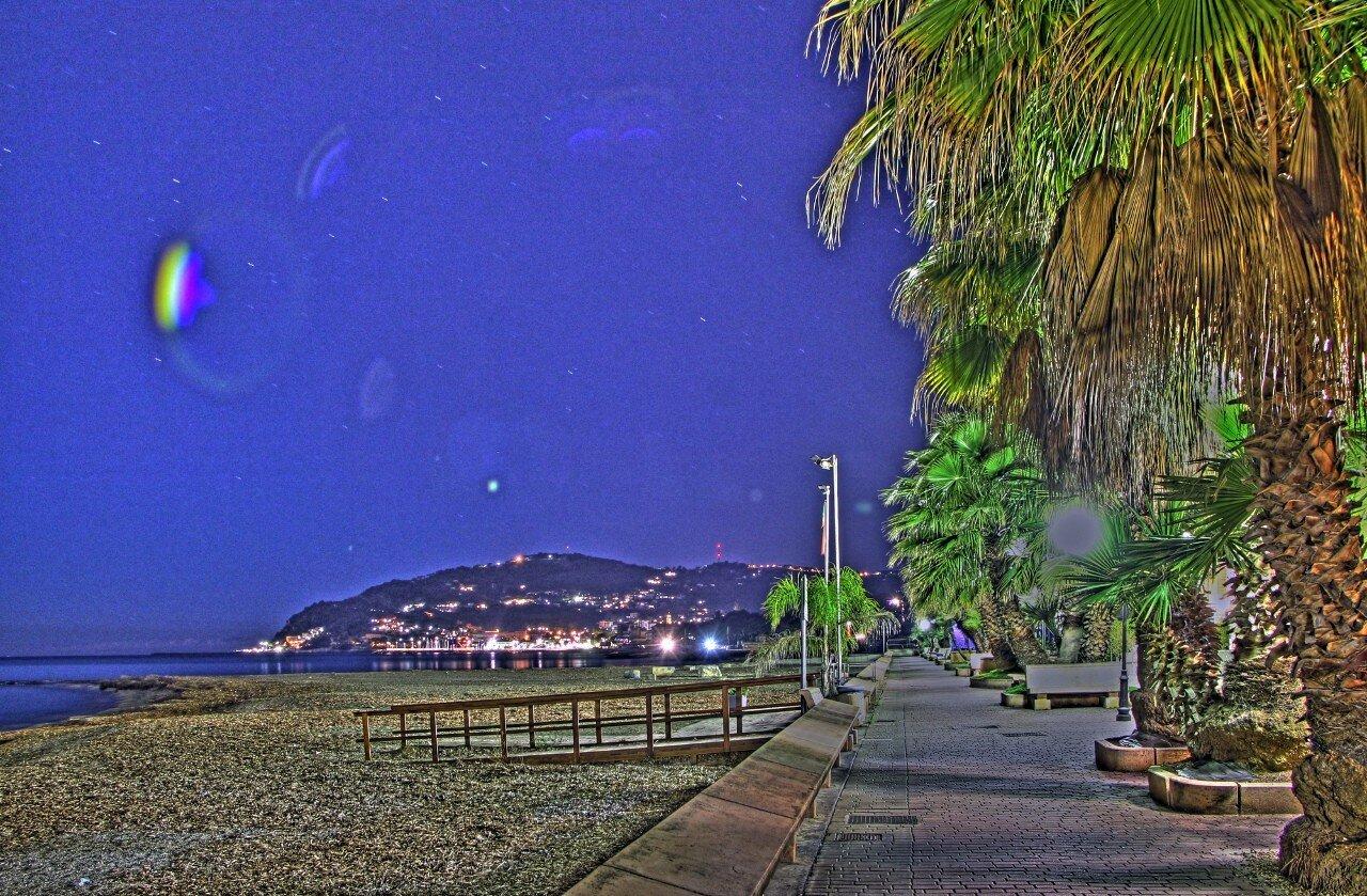 Лигурия. Ночь на пляже Диана Марино