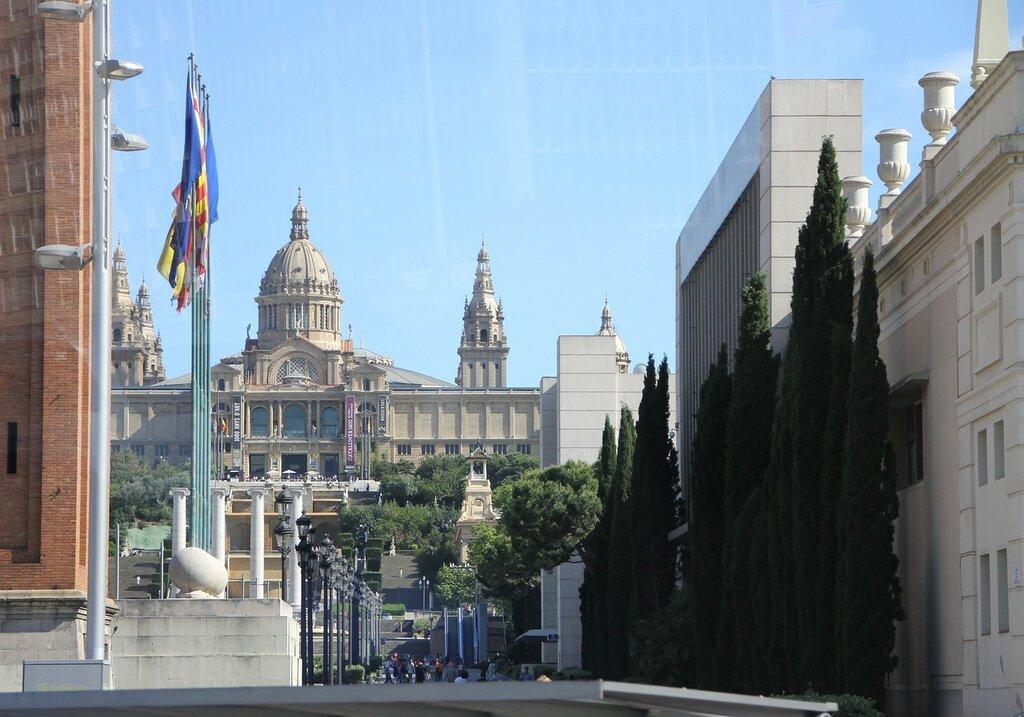 Бульвар Марии-Кристины (Avinguda de la Reina Maria Cristina), Барселона