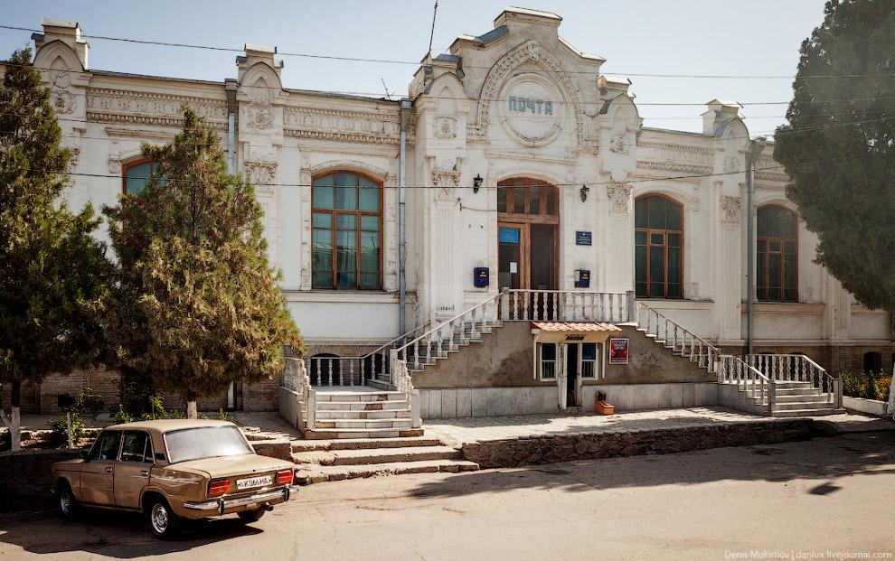 15. Гостиница «Регистан» 20-х годов постройки в стиле русского конструктивизма.