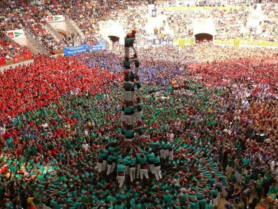 17. Каждые два года в Таррагон, Испания, съезжаются тысячи людей, задача которых попытаться построит