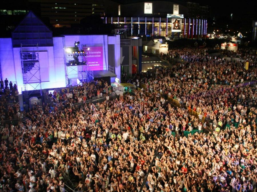 22. Монреаль ежегодно собирает в течение 10-11 дней около двух миллионов гостей, съезжающихся на фес