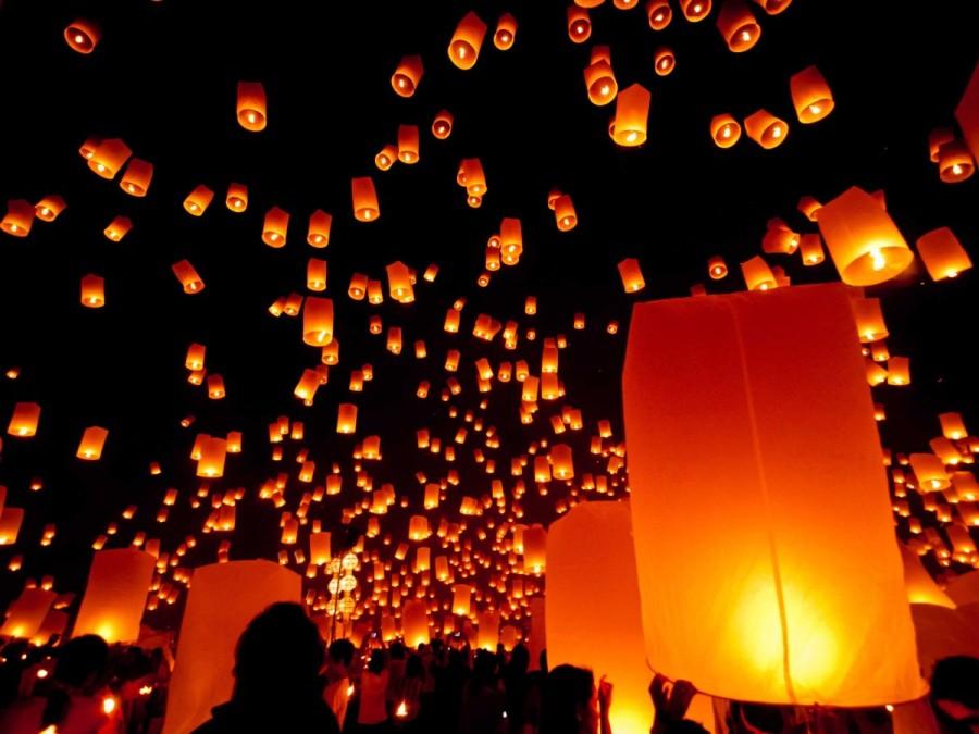 26. Фестиваль огней под названием Лойкратхонг проводится в ноябре в Таиланде. В это время в небо взл