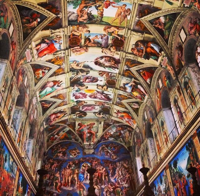 3. В Сикстинской капелле запрещено фотографировать фрески Микеланджело.