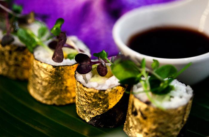 5. Золотые суши В меню гастрономической фирмы Zafferano есть суши, завернутые в тончайшие листы 24-к