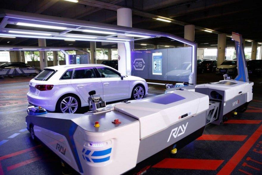 5. Роботизированная парковка в аэропорту Дюссельдорфа (Германия) Парковка работает следующим образом