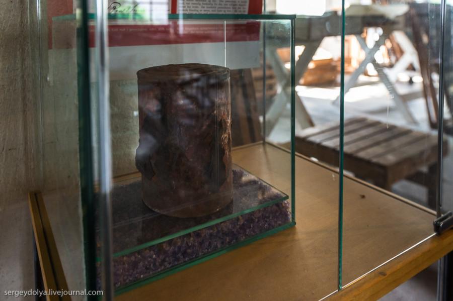 27. В музее представлен редчайший экспонат — консервная банка, которой больше 100 лет. Она поб