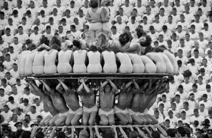 11. Гимнастическая фигура Гимнастическая фигура на параде в Москве.