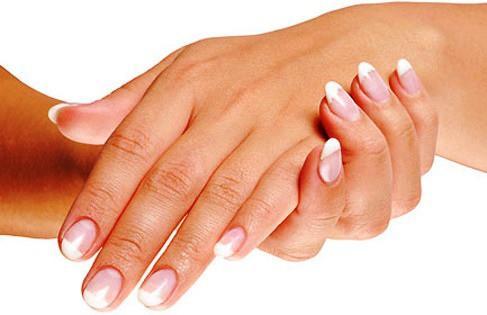 9. Смягчат кожу Потрескавшуюся кожу на руках можно привести в норму, если протирать ее чайным настое
