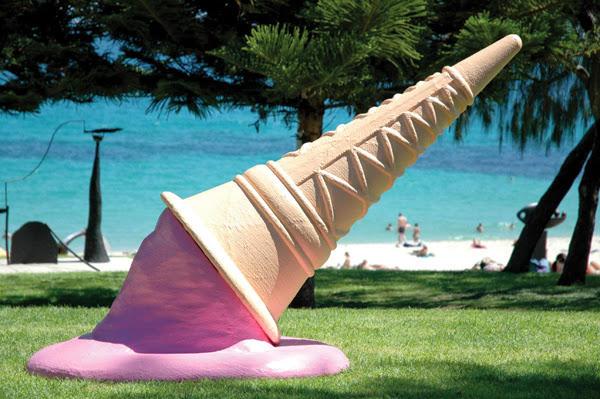 1. Ко Дню Мороженого скульптор Стюарт Клипстон приурочил открытие этой скульптуры.