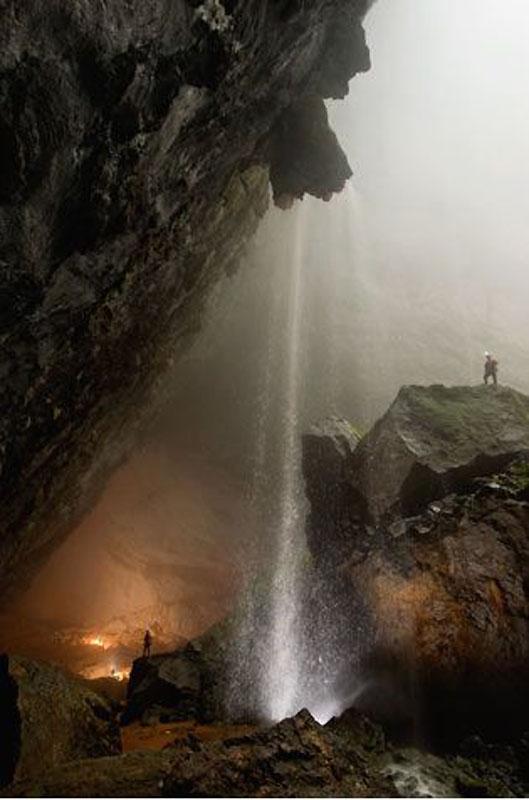 15. Проходы внутри пещеры Ханг Сон Дунг блокирует монолитная скала Великая Вьетнамская Стена.