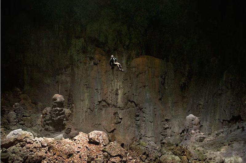 17. Часто спуск по вертикальной каменной стене является единственно возможной дорогой для дальнейшег