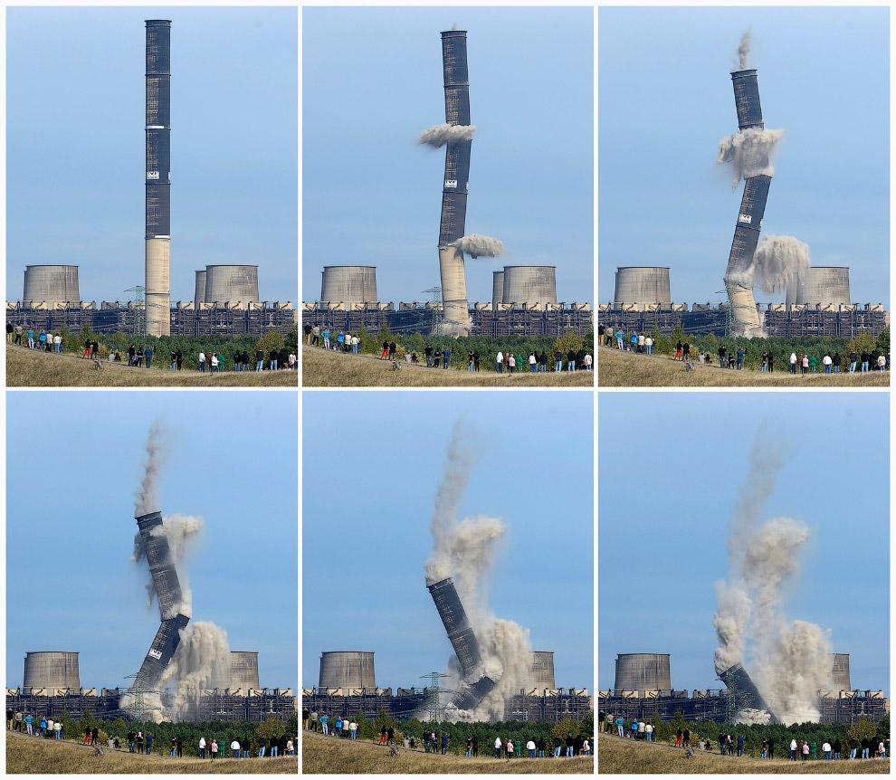 10. Сложилась. Взрыв градирни в провинции Шаньдун, Китай, 13 июля 2016. (Фото China Daily):