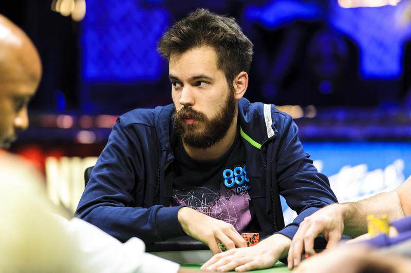 Доминик Ницше родился в 1991 году в Германии и с детства научился азам карточных игр благодаря родит