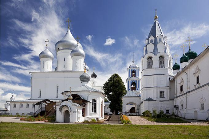 Сезон Эти достопримечательности России — вне сезона. Золотые купола одинаково красивы и со сне