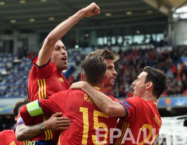 Польша всерии пенальти одолела Швейцарию истала первым четвертьфиналистом Евро