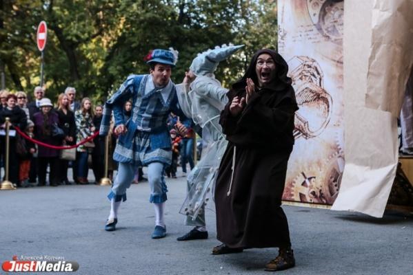 Любовь, смерть итеатр: вЕкатеринбурге открылся фестиваль «Петрушка Великий»