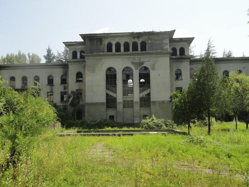 Как выглядят не гламурные грузинские курорты. Цхалтубо (часть 2)