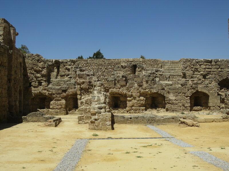 Фамагуста. Крепость. Бойницы западной стены и руины комплекса зданий (7)