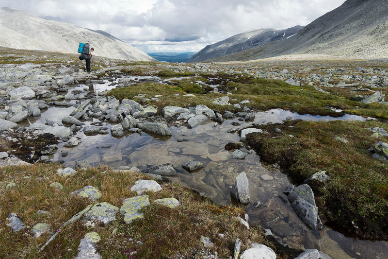 ямы с водой в горах на севере
