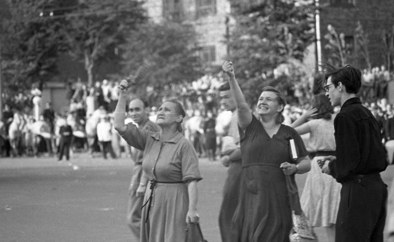 Протест у стен посольства США в Москве в июле 1958 года.jpg