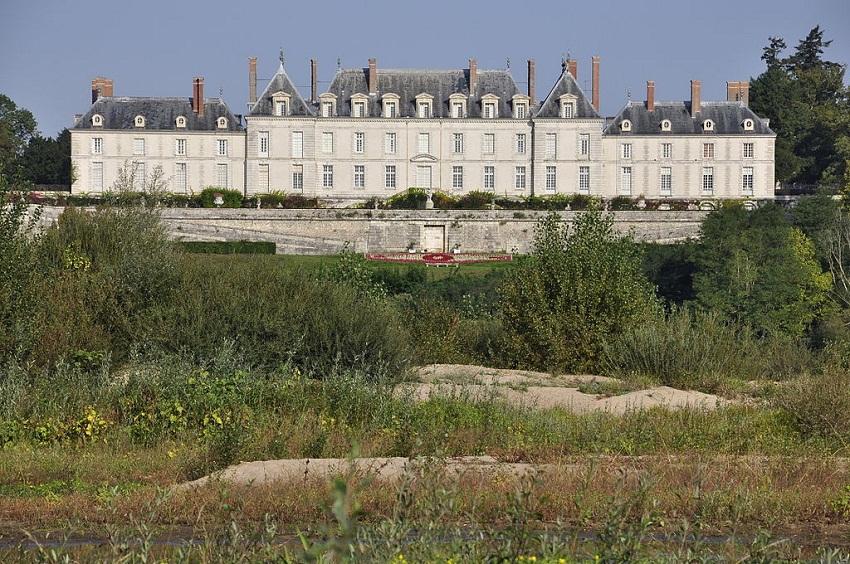 1024px-Chateau_de_Menars_loire.jpg