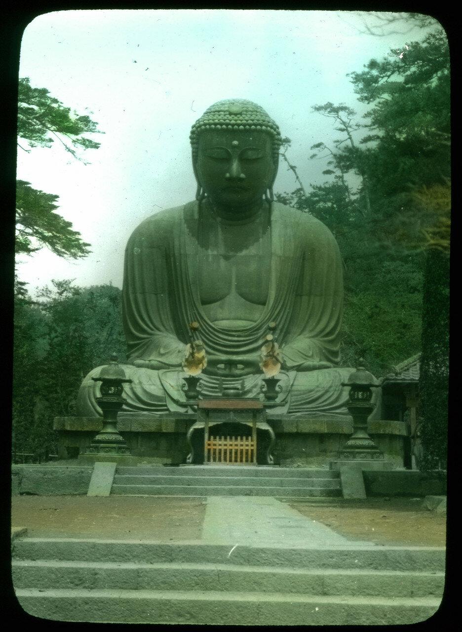 Камакура. Большой бронзовый Будда в буддийском храме секты дзёдо Котоку-ин
