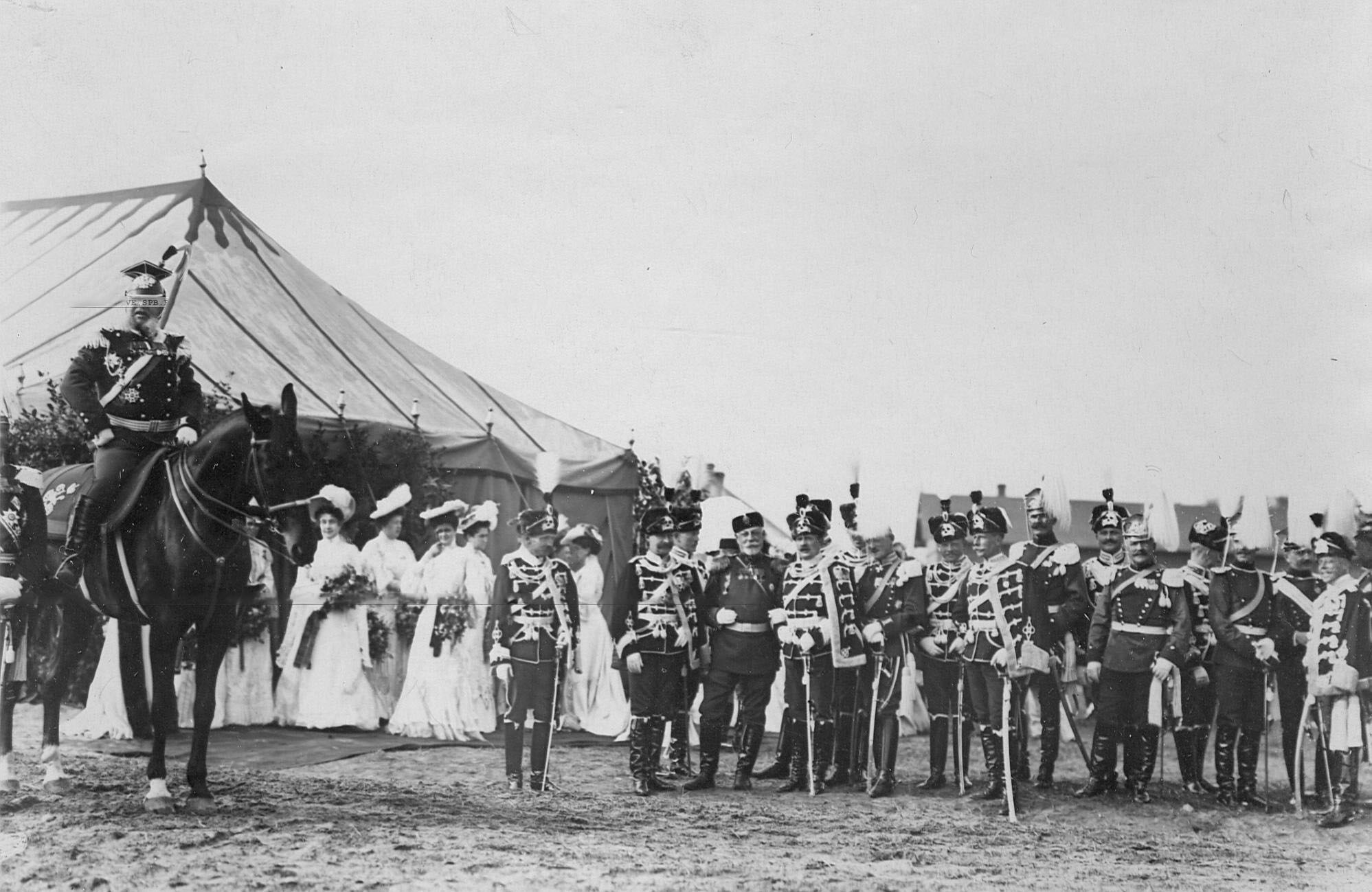 Офицеры германской армии - «гусары смерти» и прусские уланы на праздновании 250-летнего юбилея полка