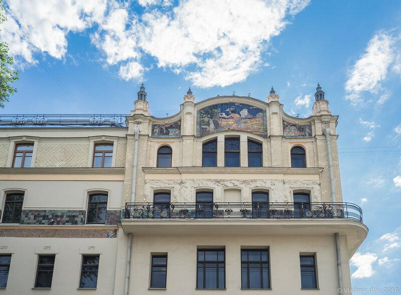 Майоликовое панно «Жажда» на фасаде гостиницы «Метрополь»