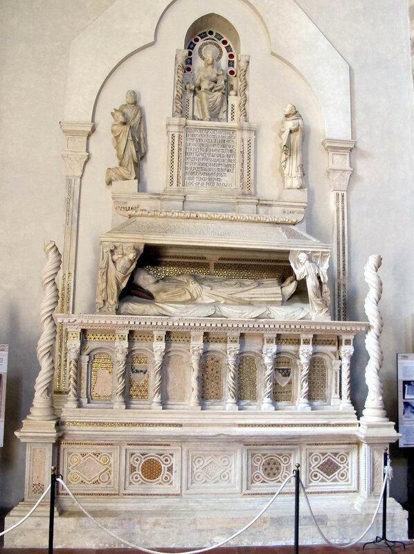 011-мавзолей кардинала Брея (Арнольфо ди камбио).jpg