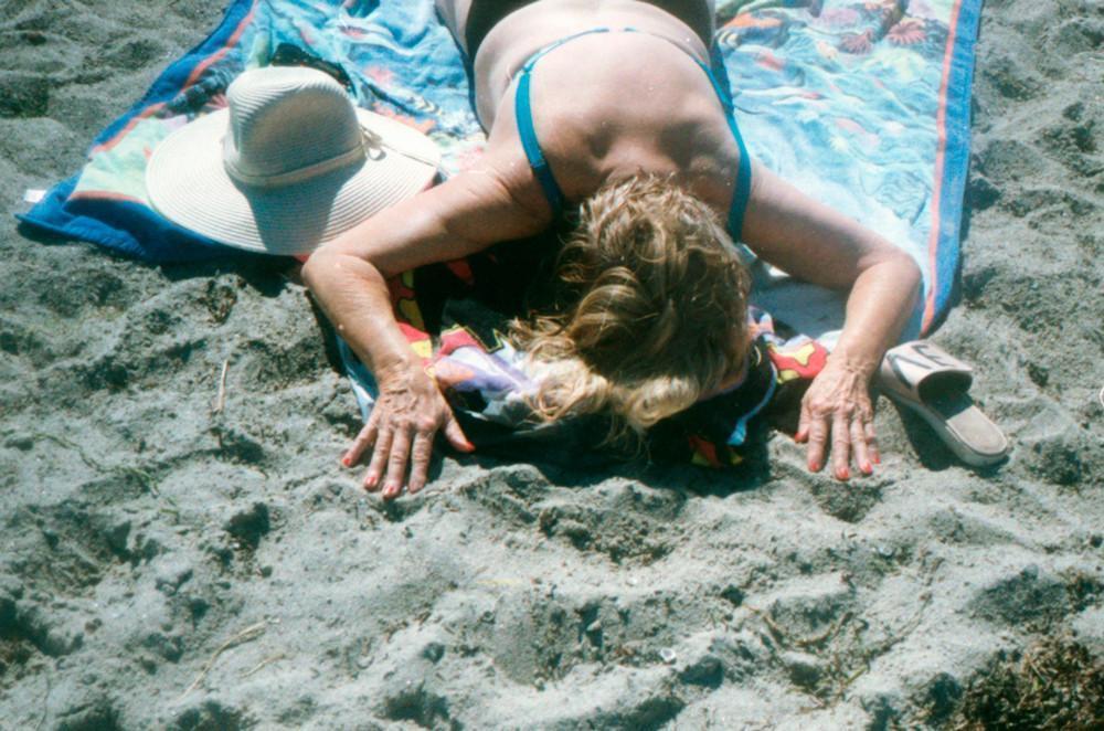 Нагишом на пляже 18  Девушки  ШнягиНет  познавательно