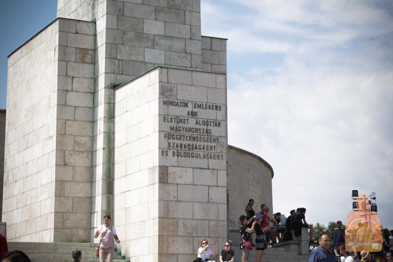 Статуя Свободы в Будапеште - фото
