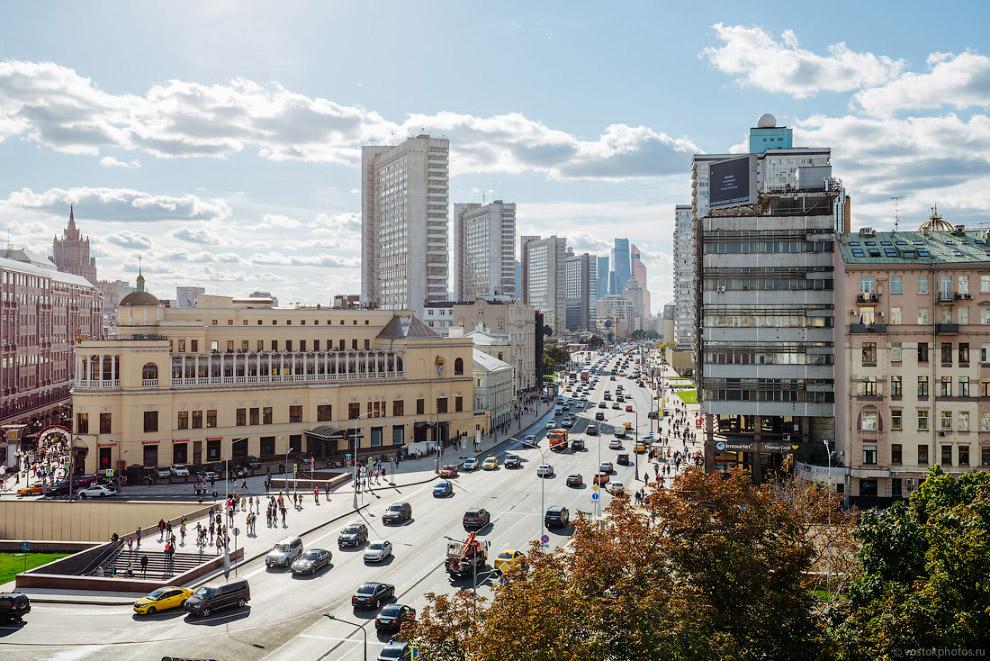 3. В отличие от новой Тверской , на Новом Арбате не произошли кардинальные изменения. Так улица