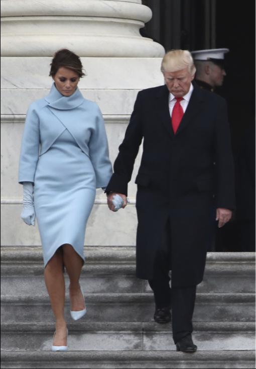 Кроме роскошного вечернего платья, в день инаугурации первая леди демонстрирует деловой наряд — во в