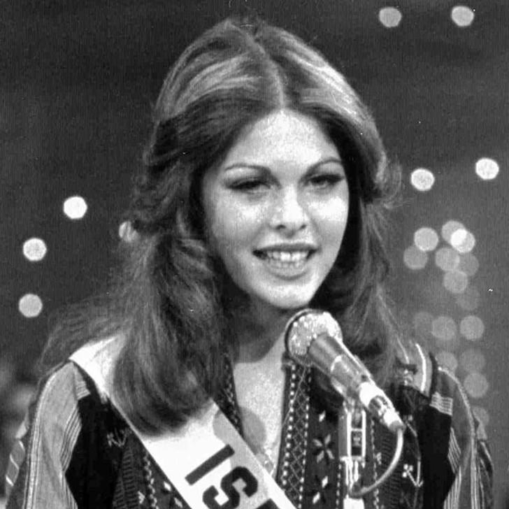Рина Мессингер, Израиль. «Мисс Вселенная — 1976». 19 лет, рост 176 см, параметры фигуры 90?60?90