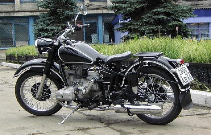 Но, в то время, как в России покупать мотоциклы из советского прошлого за 600-700 тысяч рубле