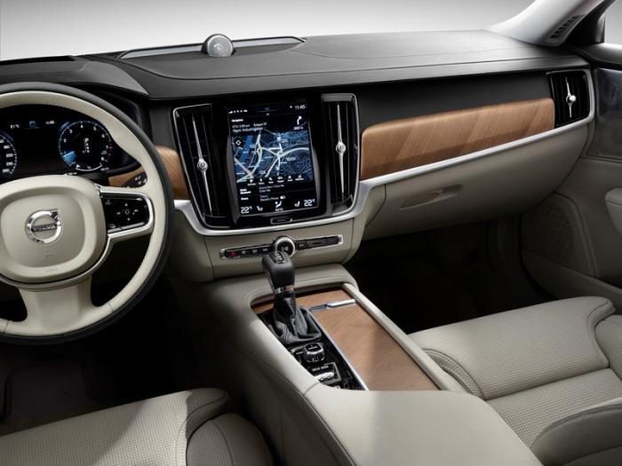 Новая модель Volvo V90 порадовала не только обликом