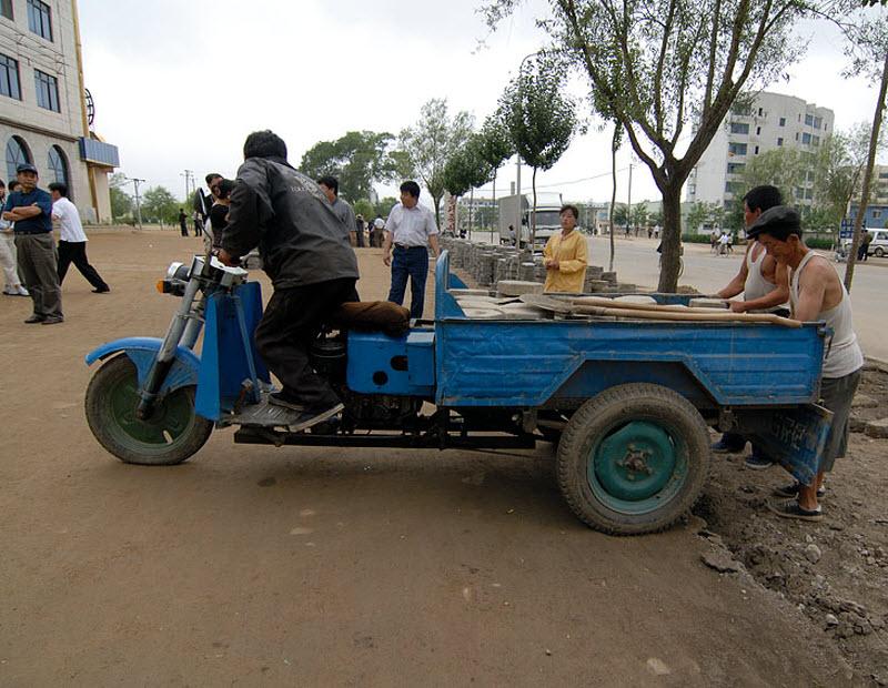 13. Транспортные средства редки и порой представлены обычными для ЮВА франкенштейнами. Его со