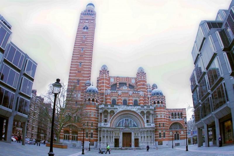 1. Вестминстерский собор Вы, вероятно, слышали о Вестминстерском аббатстве. Это одна из самых извест