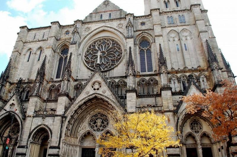 3. Собор Святого Иоанна Богослова Собор Иоанна Богослова в Нью-Йорке является одним из крупнейших хр
