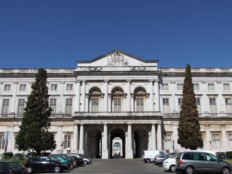 6. Национальный дворец Ажуда Национальный дворец Ажуда в Лиссабоне является не только известной дост