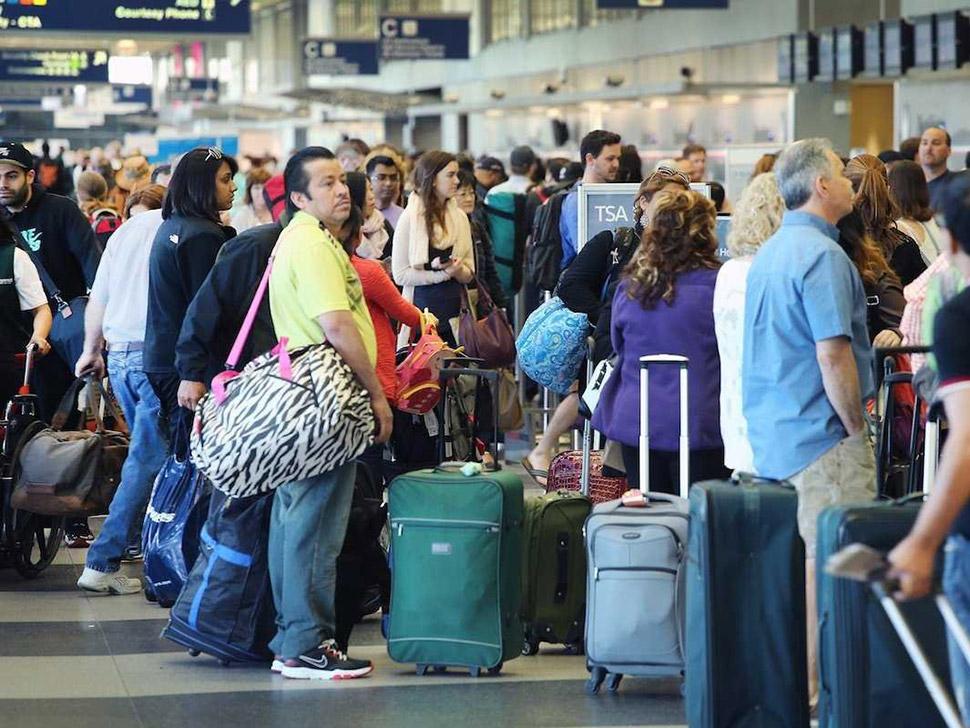 Если полет отменен или на него забронировали больше билетов, чем есть мест, позвоните на горячую лин