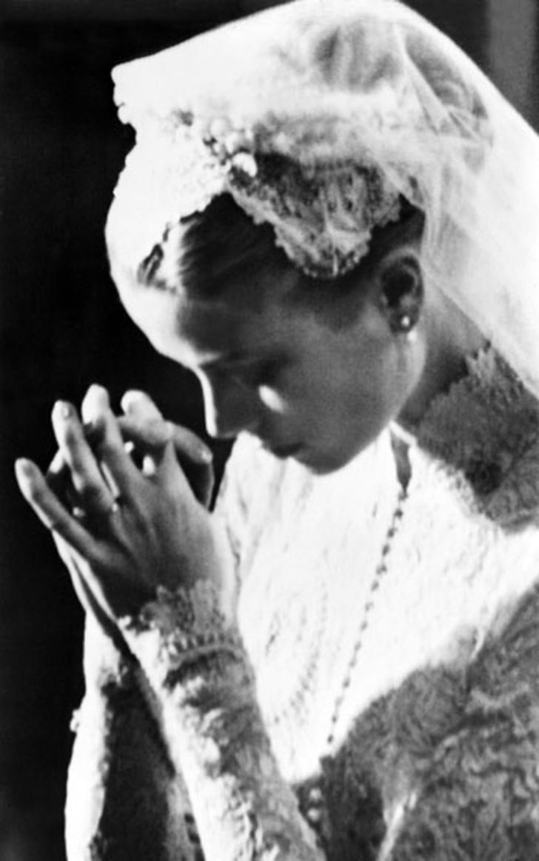 16. 19 апреля 1956 года. Грейс Келли на свадьбе.