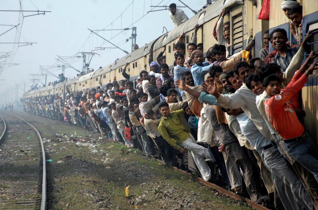 Индийские железные дороги — самый крупный работодатель в стране. По официальным данным, сегодня на б