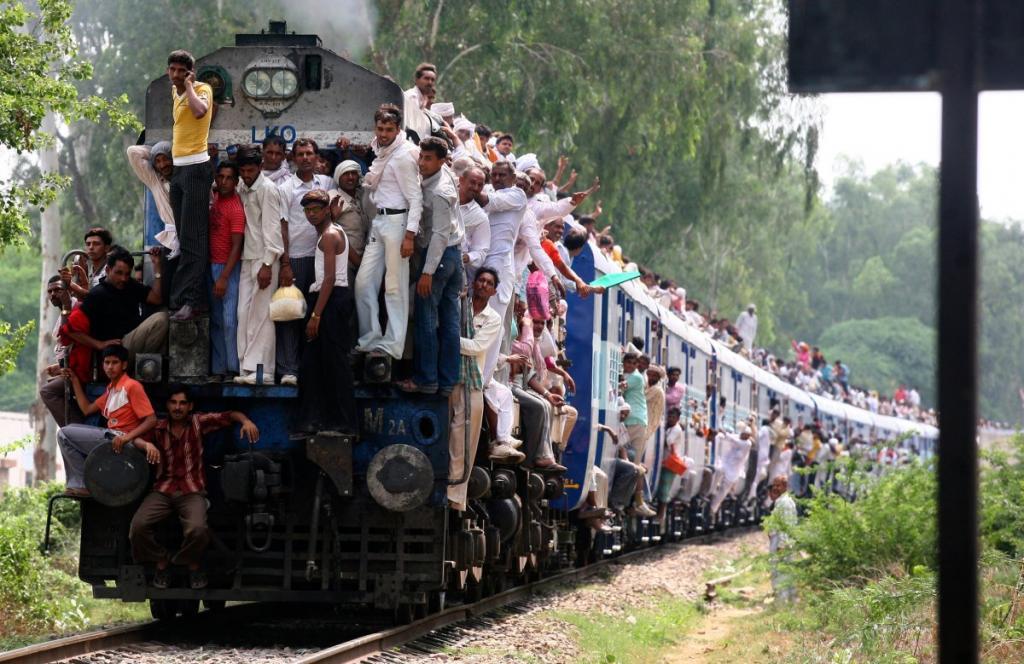 Ежедневно индийские депо покидают 11 тысяч составов.