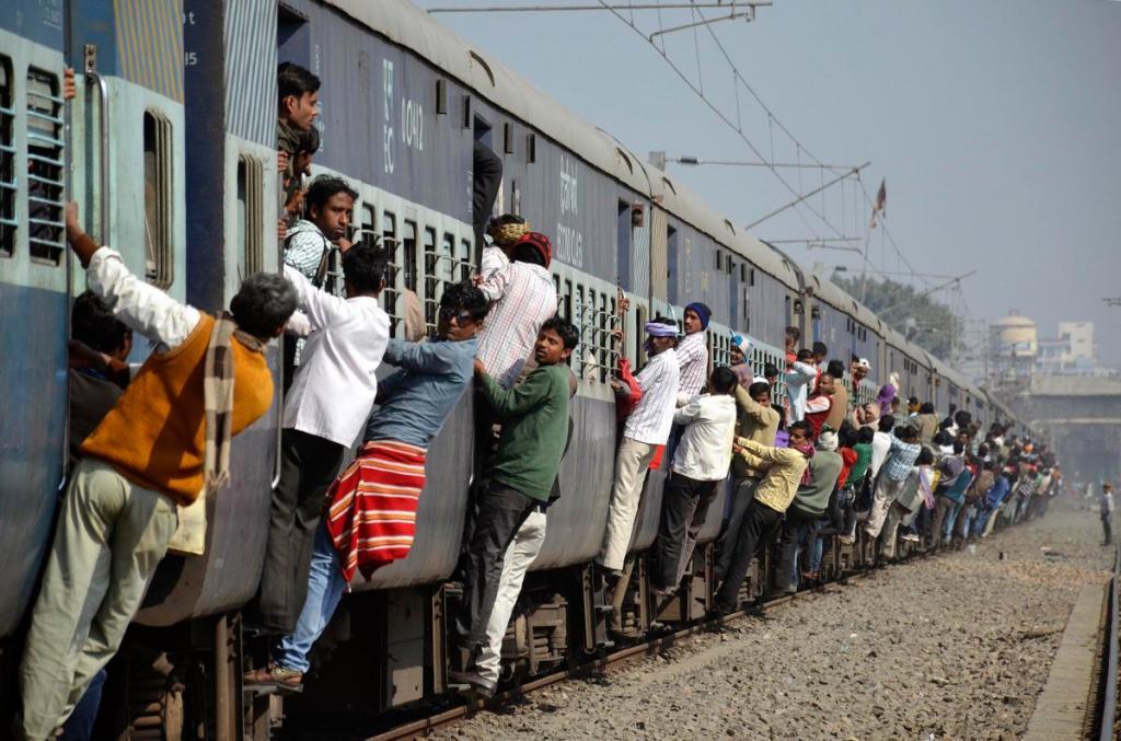 Скорость самого быстрого поезда Индии, который следует по маршруту Нью-Дели — Бхопал, составляет 140