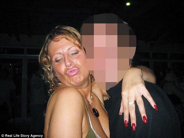 Мужчины часто принимают Джуни за 30-35-летнюю. По ее словам, мужчинам нравится ее чувство юмора и ст